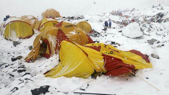nepal-earthquake-avalanche-ap855095418230